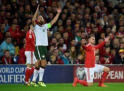 October 9, 2017 - Cardiff, Pays de Galles - Wales' Aaron Ramsey and Republic of IrelandÃ•s David Meyler react (Credit Image: © Panoramic via ZUMA Press)
