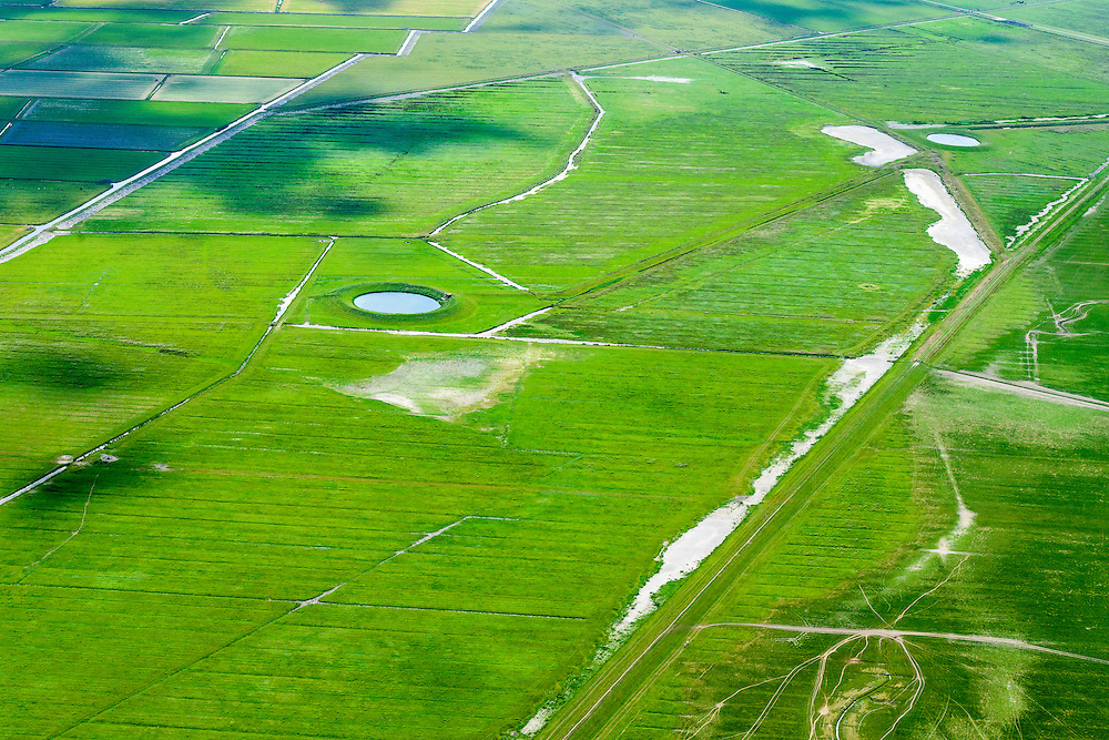 Nederland, Friesland, Gemeente Ferweradeel, 05-08-2014; <br /> Noorderleeg (Noarderleech) ook Noard-Fryslan Butendyks , buitendijkse polder en kweldergebied grenzend aan het Friesche Wad. Landaanwinning door middel van zogenaamde  kwelderwerken. Polder met dobbe (drinkplaats voor vee).<br /> Land reclamation, Noorderleeg (Northern Void), polder and salt marsh area outside the dikes. The so-called salt marsh works consist of square sections, bordered by brushwood breakwaters causing the sludge to settle.<br /> luchtfoto (toeslag); aerial photo (additional fee required); foto Siebe Swart / photo Siebe Swart