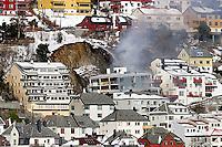 ÅLESUND 2008: Boligblokken på Fjelltun i Ålesund som natt til onsdag ble truffet av et steinras. Foto: Svein Ove Ekornesvåg
