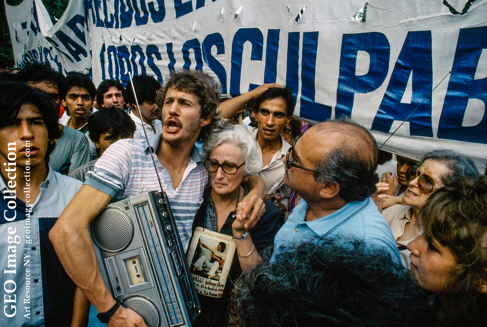 Argentines protest the release of convicted murderers.