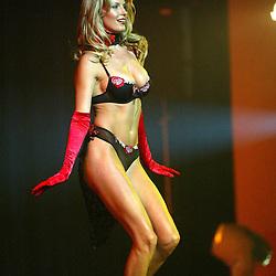 Penny Lancaster, Ultimo Lingerie Show 2003