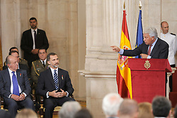 24.06.2015, Palacio Real, Madrid, ESP, Festakt zu 30 Jahre EU Mitgliedschaft Spaniens, im Bild Former Spanish Prime Minister Felipe Gonzalez (r) in presence of King Felipe VI of Spain (c) and King Juan Carlos (l) during // attends the 30th Anniversary of Spain being part of European Communities at the Palacio Real in Madrid, Spain on 2015/06/24. EXPA Pictures © 2015, PhotoCredit: EXPA/ Alterphotos/ POOL/ Ricardo Garcia<br /> <br /> *****ATTENTION - OUT of ESP, SUI*****