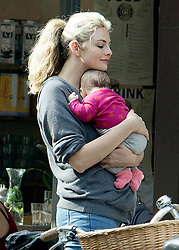 EXCLUSIVE Josh Hartnett and girlfriend Tamsin Egerton are seen enjoying the autumnal London sunshine with their baby.<br /><br />26 September 2017.<br /><br />Please byline: Vantagenews.com<br /><br />UK clients should be aware children's faces may need pixelating.