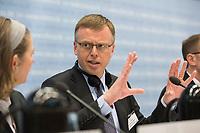 """26 MAR 2012, BERLIN/GERMANY:<br /> Matthew Elderfield, Vizepraesident European Banking Authority, Kongress der CDU/CSU-Bundestagsfraktion """"Krisen vorbeugen - Finanzaufsicht staerken"""", Sitzungssaal CDU/CSU-Bundestagsfraktion, Deutscher Bundestag<br /> IMAGE: 20120326-01-081"""