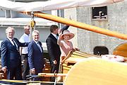 Koning Willem-Alexander en koningin Maxima brengen een streekbezoek aan Noardwest Fryslan.<br /> <br /> King Willem-Alexander and Queen Maxima bring a regional visit to Northwest Friesland<br /> <br /> Op de foto / On the photo: Vaartocht met de Koning en Koningin op het Statenjacht Friso naar het stadhuis van Harlingen.<br /> <br /> Cruise with the King and Queen at the State-Friso to the town hall of Harlingen.