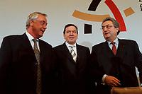 09 JAN 2000, BERLIN/GERMANY:<br /> Dieter Schulte, Vorsitzender Deutscher Gewerkschaftsbund, DGB, Gerhard Schröder, SPD, Bundeskanzler, und Dieter Hundt, Präsident Bundesvereinigung der Deutschen Arbeitgeberverbände, BDA, während der Pressekonferenz zum 5. Spitzengespräch Bündnis für Arbeit; Bundeskanzleramt<br /> IMAGE: 20000109-01/02-35<br /> KEYWORDS: Gerhard Schroeder, Buendnis