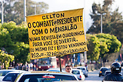 Belo Horizonte_MG, Brasil...Lacarmelio roteirista, desenhista e vendedor da revista em quadrinhos Celton, que ele mesmo faz e vende em sinais de Belo Horizonte...Lacarmelio is a writer, a designer and a seller of the comic book Celton, He makes and sells his comics books in the signs in Belo Horizonte...Foto: LEO DRUMOND / NITRO