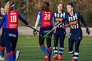 BILTHOVEN -  Hoofdklasse competitiewedstrijd dames, SCHC v hdm, seizoen 2020-2021.<br /> Foto: Yibbi Jansen (SCHC) en Marieke de Haas (hdm) bedanken elkaar