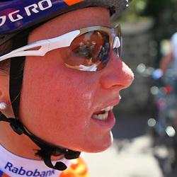 Sportfoto archief 2012<br /> Parikhotel Valkenburg Hills Classic 2012  Annemiek van Vleuten wint de Parkhotel Valkenburg Hills Classic voor Marianne Vos en Sharon Laws