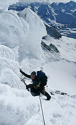 03.11.2010, Kals, AUT, Vermisstensuche am Grossglockner, 3 Polnische Alpinisten sind am Grossglockner in Bergnot geraten. Bei den bisher Vermissten handelt es sich um den Sohn (25) des am Sonntag tot aufgefundenen 53-jährigen Polen. Der zweite Vermisste ist 21 Jahre alt, es handelt sich um einen Freund des 25-jährigen. Die Leichen wurden im Gebiet des Lammereises in 2.600 Metern Höhe gefunden, im Bild die Bergretter am Großglockner bei der Suche, EXPA Pictures © 2010, PhotoCredit: EXPA/ Bergrettung Kals/ Anton Riepler