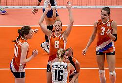 16-08-2016 BRA: Olympic Games day 11, Rio de Janeiro<br /> De Nederlandse volleybalsters staan in de olympische halve finales. In een overtuigende wedstrijd, waarin alleen de derde set werd verloren, was Oranje te sterk voor Zuid-Korea: 25-19, 25-14, 23-25 en 25-20. / Lonneke Sloetjes #10, Judith Pietersen #8, Debby Stam-Pilon #16, Yvon Belien #3