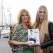 """NLD/Volendam/20121018 - Boekpresentatie """" Het geheim van de Smit, zwangere Jenny Smit en zus Monique Smit"""