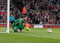 Football - 2017 / 2018 UEFA Europa League - Semi-Final, First Leg: Arsenal vs. Atletico Madrid<br /> <br /> Jan Oblak (Atletico Madrid) gets down low to collect the shot at The Emirates.<br /> <br /> COLORSPORT/DANIEL BEARHAM