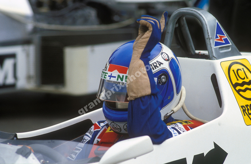 Keke Rosberg (Williams-Ford) signals for the mechanics to start the engine - 1983 Belgian Grand Prix in Spa-Francorchamps. Photo: Grand Prix Photo