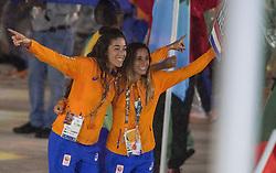 21-08-2016 BRA: Olympic Games day 22, Rio de Janeiro<br /> Rio neemt afscheid van de Olympische Spelen, sluitingsceremonie met veel dans, muziek en saaiheid / Naomi van As, Ellen Hoog