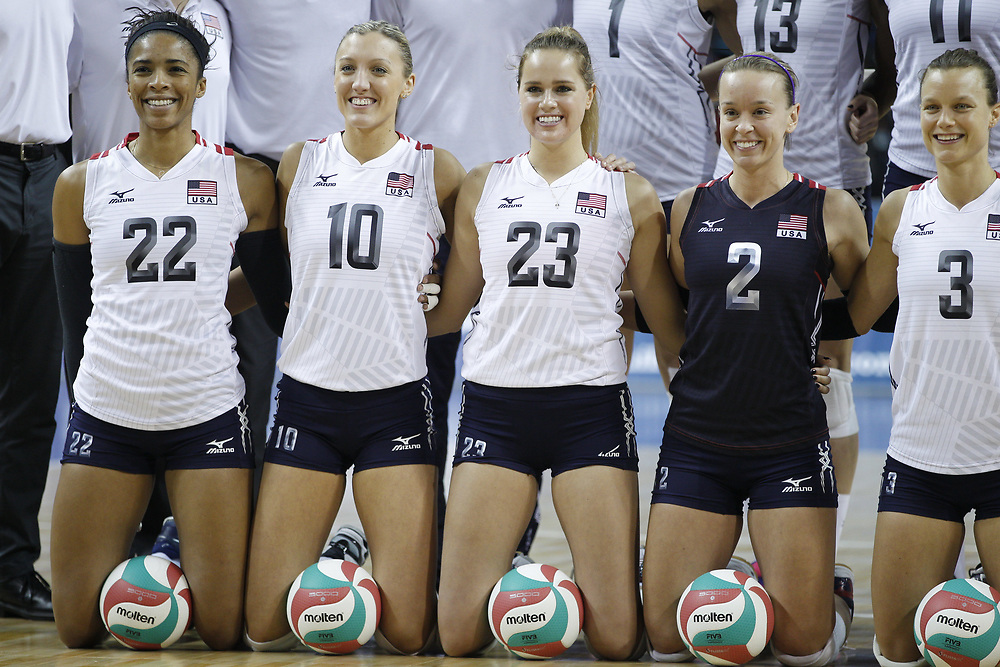 Jordan Larson #10, Kelsey Robinson #23 and Kayla Banwarth #2 pose with teammates for a photo prior to USA Volleyball's 3-0 win over Canada at Pinnacle Bank Arena in Lincoln, Neb., on Jan. 7, 2016. Photo by Aaron Babcock, Hail Varsity
