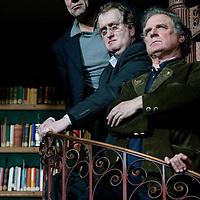 Nederland. amsterdam.30 januari 2004..Jan mulder, gerrit Komreij en Jan Cremer tijdens fotosessie groepsportet n.a.v. 60-jarig bestaan uitgeverij de Bezige Bij.