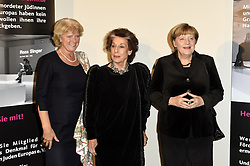 Monika Grütters, Lea Rosh und Angela Merkel beim 11. Charity-Dinner des Förderkreis Denkmal für die ermordeten Juden Europas e.V. im Kempinski Hotel Adlon in Berlin / 021116<br /> <br /> *** Charity Dinner of the Association for the Memorial to the Murdered Jews of Europe in Berlin, Germany, November 2, 2016 ***