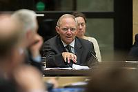 29 JUN 2012, BERLIN/GERMANY:<br /> Wolfgang Schaeuble, CDU, Bundesfinanzminister, waehrend seiner Rede, Bundesratsdebatte zum Fiskalpakt, zum dauerhaften Euro-Rettungsschirm ESM, zur ESM-Finanzierung und zur Aenderung des Vertrags über die Arbeitsweise der Europaeischen Union , Plenum, Bundesrat<br /> IMAGE: 20120629-02-020<br /> KEYWORDS: Fiskalpakt, dauerhafter Rettungsschirm EFSM, Fiskalvertrag, Einrichtung des Europäischen Stabilitätsmechanismus, Europäischen Stabilitätsmechanismus ESM-Finanzierungsgesetz ESMF, Stabilitaetsunion, Wolfgang Schäuble
