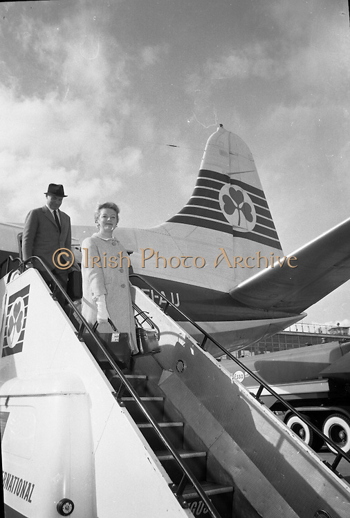 """Deborah Kerr arrives at Dublin Airport on her way to star in a new James Bond film """"Casino Royale"""". The film, directed by John Houston, is to be shot at Ardmore Studios..23.05.1966"""