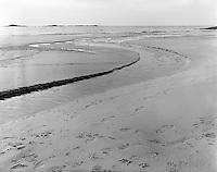 Vigra 20120420. <br /> Vann renner ut i sjøen på Blimsanden på Vigra i Giske kommune.<br /> Foto: Svein Ove Ekornesvåg