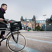 Nederland, Amsterdam , 15 november 2011..Wim Pijbes, directeur van het rijksmuseum foets liever om het Rijksmuseum omdat hij tegen de onderdoorgang is..Foto:Jean-Pierre Jans