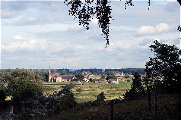 Nederland, Ubbergen, 15-10-2014 Doorkijkje naar het kleinste dorp van Nederland, Persingen in de Ooijpolder. Foto: Flip Franssen/Hollandse Hoogte