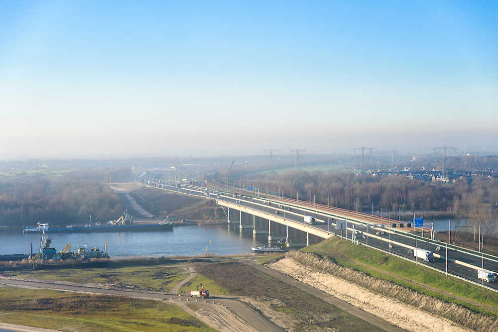 Nederland, Flevoland, Almere, 11-12-2013;  Hollandse brug over Gooimeer  (IJmeer).<br /> Bridge to Almere.<br /> luchtfoto (toeslag op standaard tarieven);<br /> aerial photo (additional fee required);<br /> copyright foto/photo Siebe Swart.