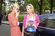 Paris and Nicky Hilton. Givenchy. Ave Foch. Paris. 8 July 2001. © Copyright Photograph by Dafydd Jones 66 Stockwell Park Rd. London SW9 0DA Tel 020 7733 0108 www.dafjones.com