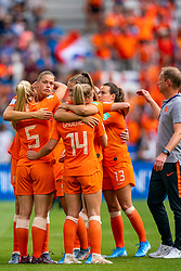 07-07-2019 FRA: Final USA - Netherlands, Lyon<br /> FIFA Women's World Cup France final match between United States of America and Netherlands at Parc Olympique Lyonnais. USA won 2-0 / Jackie Groenen #14 of the Netherlands, Lieke Martens #11 of the Netherlands, Renate Jansen #13 of the Netherlands, Anouk Dekker #6 of the Netherlands, Kika van Es #5 of the Netherlands