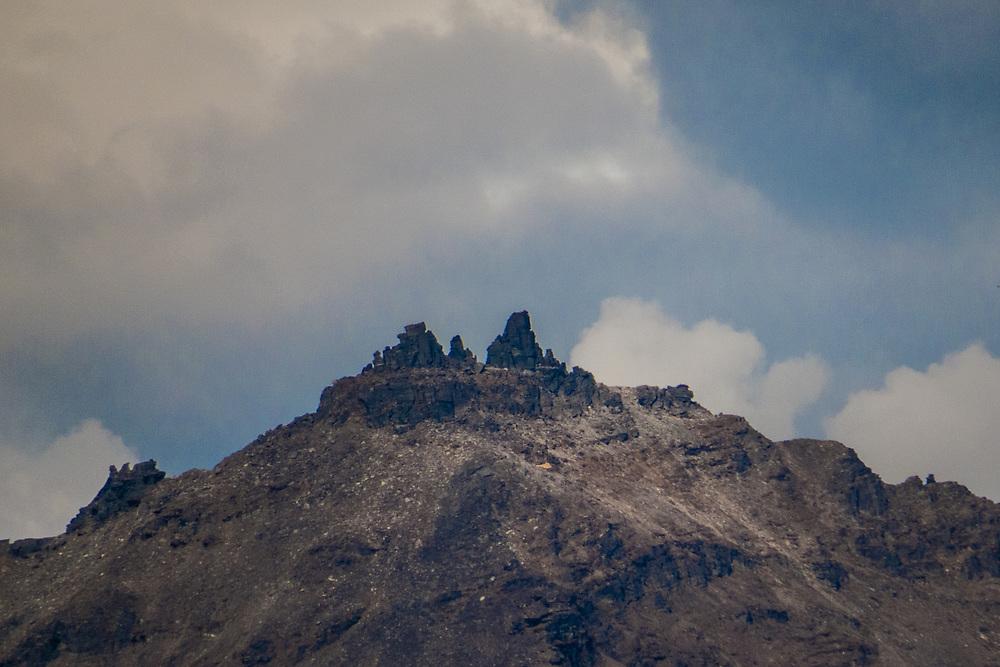 Rivtind (1400 moh.) i Lavangen, Troms, sett fra Daltind. (Grovkornet bilde.)