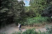 Nederland; Ubbergen; Berg en Dal; Nijmegen; 4-8-2020Doorkijkje richting Ooijpolder geinspireerd op schilderijen uit de romantiek.  Vanuit berg en Dal , gelegen op de stuwwal uit de laatste ijstijd, richting Persingen in de ooijpolder. een wandelaar passeert . Foto: Flip Franssen