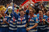 Photo: Kevin Poolman.<br /> Reading v Queens Park Rangers. Coca Cola Championship. 30/04/2006. Graeme Murty holds up the Championship Trophy.