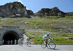 06.07.2011, AUT, 63. OESTERREICH RUNDFAHRT, 4. ETAPPE, MATREI-ST. JOHANN, im Bild das Feld vor dem Fuscherthoerl mit Fredrik Kessiakoff, (SWE, Pro Team Astana) // during the 63rd Tour of Austria, Stage 4, 2011/07/06, EXPA Pictures © 2011, PhotoCredit: EXPA/ S. Zangrando
