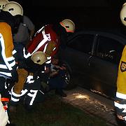 Poging brandstichting auto Kornwerd Huizen, onderzoek politie + brandweer