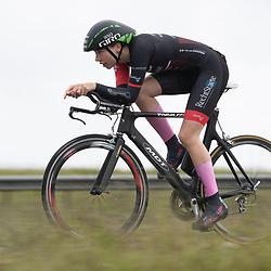 26-05-2021: Wielrennen: testtijdrit: Enkhuizen<br /><br />De WV West Frisia organiseert op de dijk Enkhuizen-Lelystad testtijdritten voor vrouwen in de aanloop naar de opstart van het wielerseizoen. Roos Markus