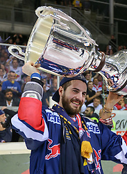 14.04.2015, Albert Schultz Eishalle, Wien, AUT, EBEL, UPC Vienna Capitals vs EC Red Bull Salzburg, Finale, 4.Spiel, EC Red Bull Salzburg ist Meister, im Bild Kyle Beach (EC Red Bull Salzburg) // during the Erste Bank Icehockey League 4th final match between UPC Vienna Capitals and EC Red Bull Salzburg at the Albert Schultz Ice Arena in Vienna, Austria on 2015/04/14. EXPA Pictures © 2015, PhotoCredit: EXPA/ Alexander Forst