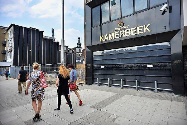 Nederland, Nijmegen, 11-7-2011De winkel van juwelier Kamerbeek met anti ramkraak paaltjes en cameras.De zaak is meerdere keren overvallen. De laatste keer heeft de eigenaar hierbij ernstige verwondingen opgelopen in een worsteling met een dader.Nu laat hij geen jonge allochtonen toe in zijn juwelierswinkel wat hem een aanklacht wegens discriminatie heeft opgeleverd.Foto: Flip Franssen/Hollandse Hoogte