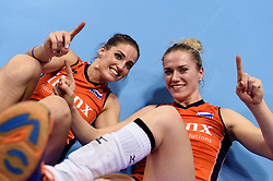 08-01-2016 TUR: European Olympic Qualification Tournament Nederland - Italie, Ankara<br /> De volleybaldames hebben op overtuigende wijze de finale van het olympisch kwalificatietoernooi in Ankara bereikt. Italië werd in de halve finales met 3-0 (25-23, 25-21, 25-19) aan de kant gezet / Myrthe Schoot #9, Maret Balkestein-Grothues #6