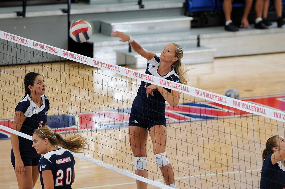 2010 FAU Volleyball vs Western Kentucky