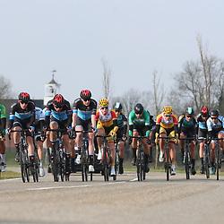 07-03-2020: Wielrennen: Ronde van Groningen: Usquert<br />Kopgroep in de buurt van Doodstil