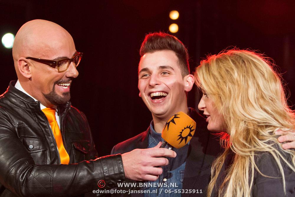 NLD/Amsterdam/20140205 - Uitreiking 100% NL Awards 2013, Maik de Boer met Nielson en miss Montreal