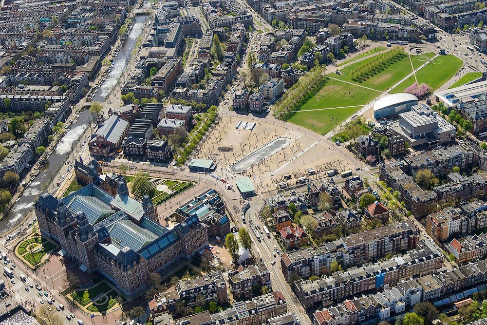 Nederland, Noord-Holland, Amsterdam, 09-04-2014; <br /> Het gerenoveerde Rijksmuseum aan de Stadhouderskade met zicht op het Museumplein. Langs de rechterkant van het Museumplein het Van Goghmuseum, het Stedelijk Museum Amsterdam en tenslotte het Concertgebouw aan de kopse kant.<br /> IJsbaan is nu een vijver, links aan de Hobbemakade naast het museum het eveneens gerenoveerde zwembad Zuiderbad.<br /> Detailed view of the newly renovated worldfamous Rijksmuseum on the Stadshouderskade and the Museumplein, the Van Goghmuseum and the Stedelijk Museum, next to the museum the historic swimming  pool Zuiderbad. The Concertgebouw in the back. <br /> luchtfoto (toeslag op standard tarieven);<br /> aerial photo (additional fee required);<br /> copyright foto/photo Siebe Swart