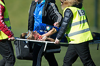 Fotball<br /> 16.04.2016<br /> Toppserien<br /> Sandviken - Stabæk<br /> Gunnhildur Yrsa Jonsdottir , Stabæk bæres av banen etter å ha knekt nesen i en duell<br /> Foto: Astrid M. Nordhaug, Digitalsport