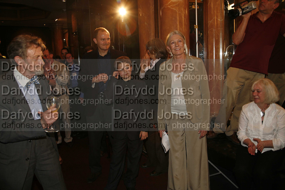 VANESSA REDGRAVE, Vanessa Redgrave and Thelma Holt host a reception at the<br />Theatre Museum in Russell Street (in Covent Garden) to campaign proposed move of museum out of the West End. Tuesday 16 May 2006ONE TIME USE ONLY - DO NOT ARCHIVE  © Copyright Photograph by Dafydd Jones 66 Stockwell Park Rd. London SW9 0DA Tel 020 7733 0108 www.dafjones.com