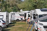 Duitsland, Winningen aan de Mosel, 18-9-2020 Camping langs de rivier de moezel, met wijngaarden op de achtergrond . In duitsland is het reizen en vakantie houden met campers erg populair. Overal zijn aparte opstelplaatsen voor vooral ouderen die met de camper reizen . Langs de moezel is een duitse vakantie bestemming . Foto: ANP/ Hollandse Hoogte/ Flip Franssen