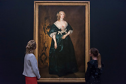 """© Licensed to London News Pictures. 01/12/2017. London, UK.  Staff members view """"Anna Sophia, Countess of Carnavon"""", 1636, by Sir Anthony Van Dyck, (Est.  GBP400-600k).  Preview of """"Masters of Light"""", Sotheby's Old Masters Evening Sale which will take place on 6 December at Sotheby's, New Bond Street. Photo credit: Stephen Chung/LNP"""