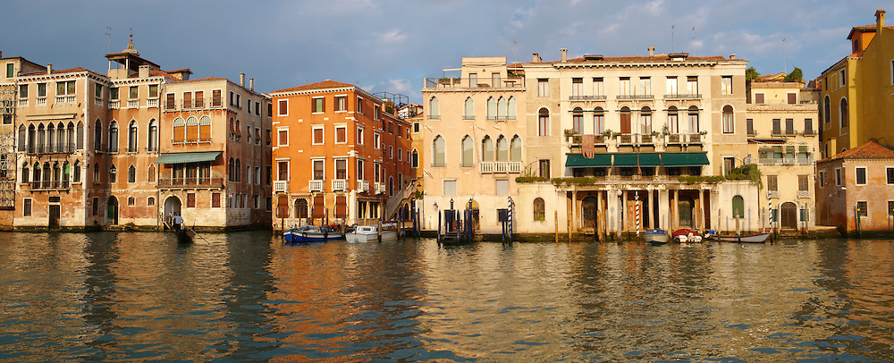 Grand canal above Rialto - Venice - Italy .<br /> <br /> Visit our ITALY HISTORIC PLACES PHOTO COLLECTION for more   photos of Italy to download or buy as prints https://funkystock.photoshelter.com/gallery-collection/2b-Pictures-Images-of-Italy-Photos-of-Italian-Historic-Landmark-Sites/C0000qxA2zGFjd_k