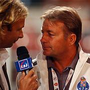 NLD/Amsterdam/20050729 - LG Amsterdam Tournament 2005, Ajax - Arsenal, Hans Kraaij Jr. in gesprek met Co Adriaanse