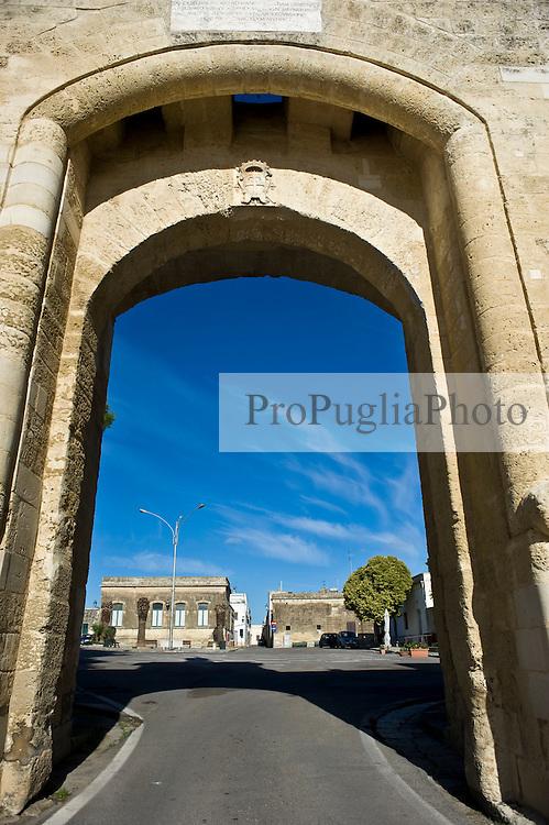 Acaya, raro esempio di città fortificata esistente in Italia Meridionale